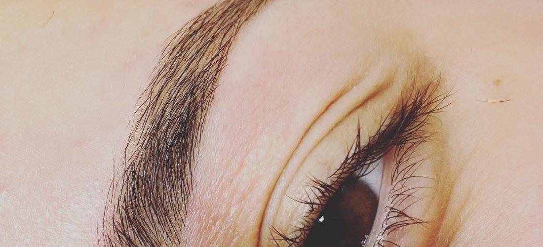 Henna eyebrow coloring